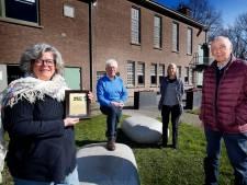 Bestuur Stroomhuis Neerijnen door het dolle heen na het winnen van de eerste Cultuurprijs West Betuwe