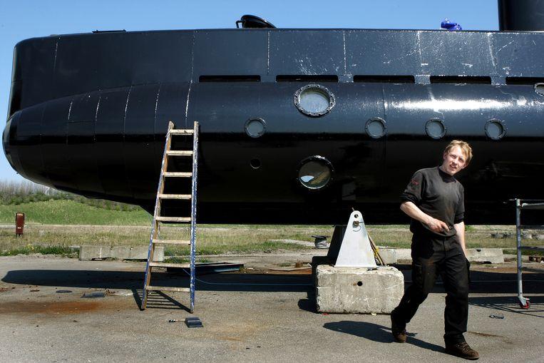 Peter Madsen bij zijn duikboot. Beeld AP