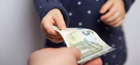 Près de la moitié des Belges donnent régulièrement de l'argent de poche à leurs enfants