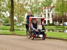 Jan rijdt als vrijwilliger ouderen rond in bakfiets: 'Van één was de rit zelfs het laatste uitje'