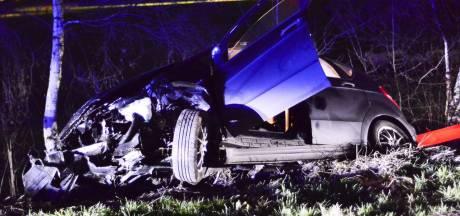 Vrachtwagen botst achterop automobilist die te hulp schiet bij ongeluk in Someren