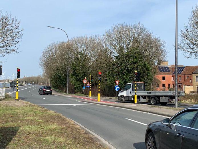 De nieuwe verkeerslichten langs de R30 ringweg in Brugge.