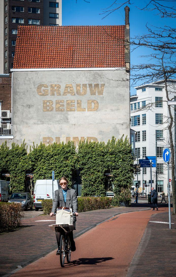 Muurtekst 'Grauw Beeld Blind'
