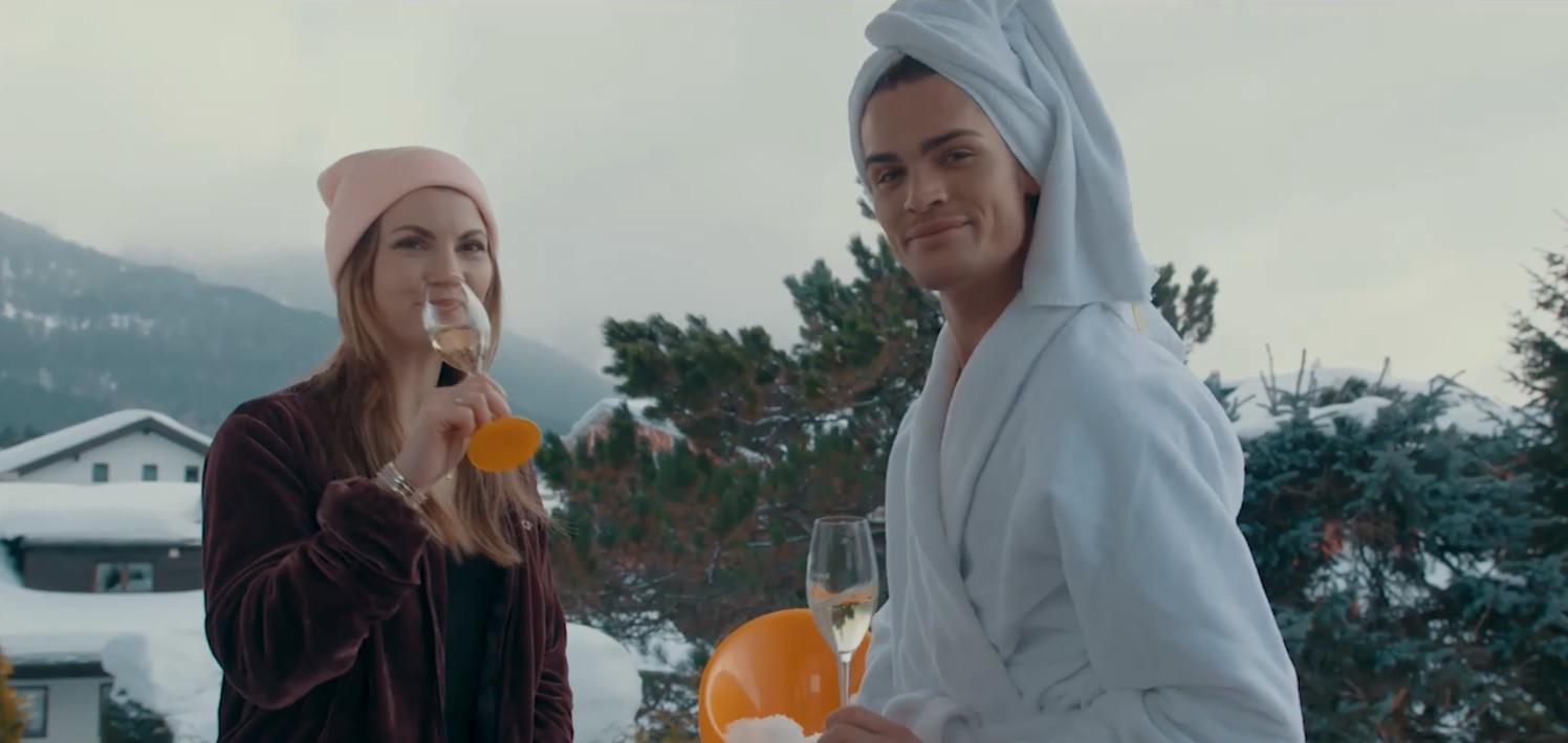 Met Linda Hakeboom aan de champagne, onder het motto 'neem ruim'.