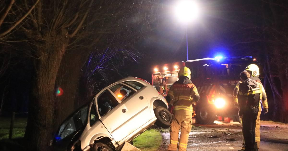 Politie neemt drugstest af bij gewonde bestuurder na eenzijdig ongeluk in Ede.