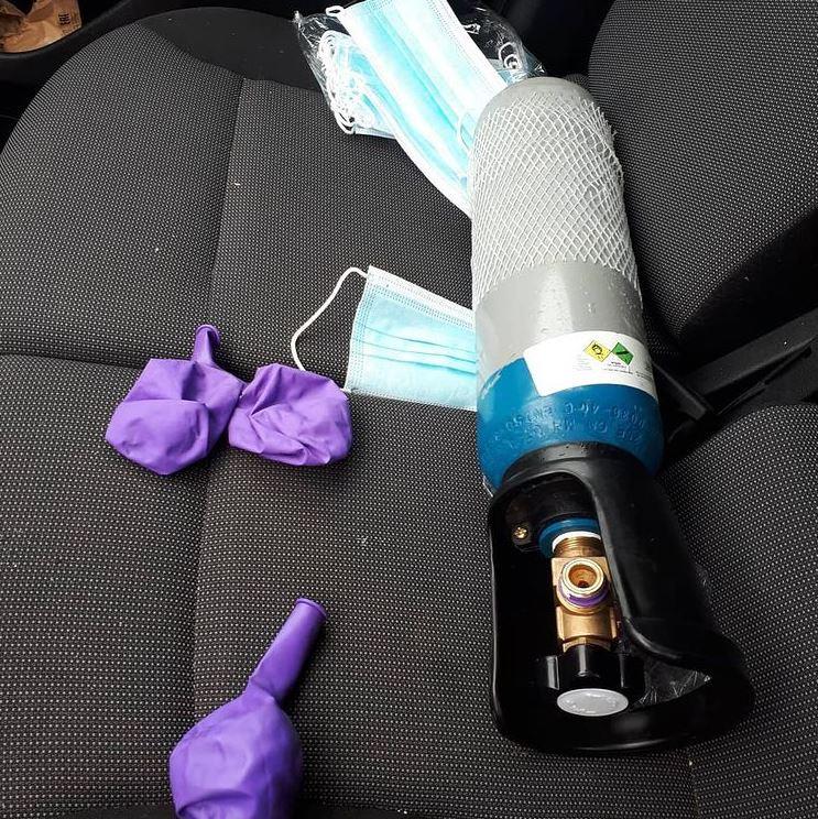 De automobilist gebruikte tijdens het rijden lachgas.