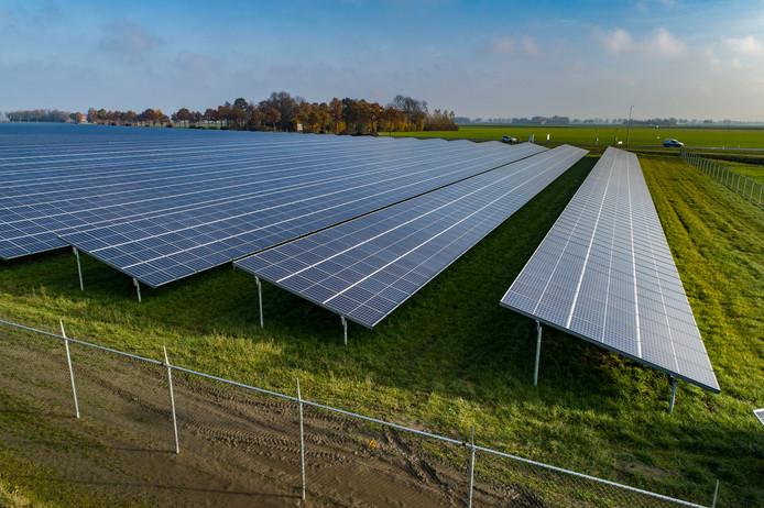 Dit zonnepark ligt bij Emmeloord en is 14 hectare groot.