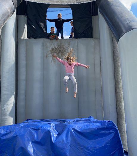 Springen maar! Kinderen leven zich uit op springkussens: 'We gaan voorlopig nog niet naar huis'
