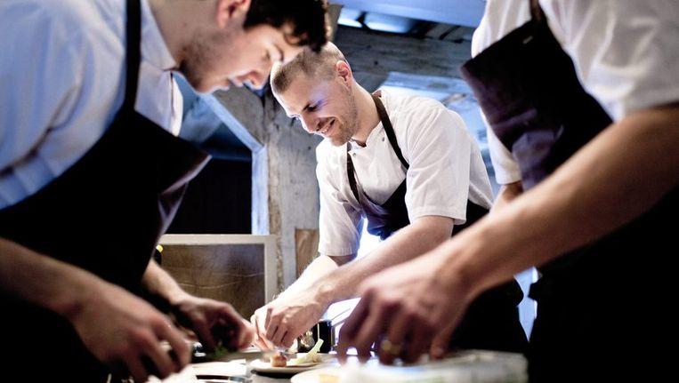Koks aan het werk in de keuken van Noma. Beeld epa