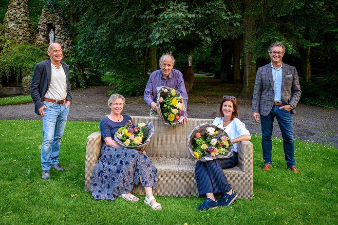 Vlnr juryvoorzitter Jac Bastiaanse, Renate van Dongen, Ge Bijvoet, Anneke Wijn en wethouder Hans Wierikx