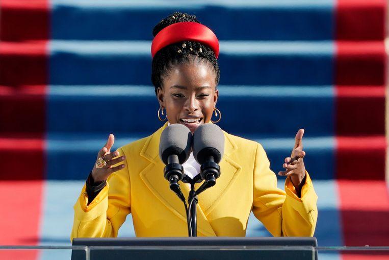 Amanda Gorman draagt haar gedicht 'The Hill We Climb' voor tijdens de inauguratie van Biden en Harris op 20 januari. Beeld Brunopress