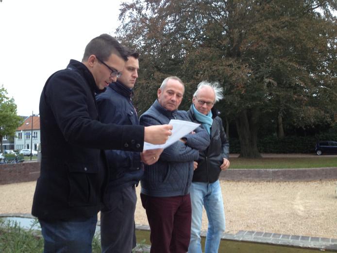 De Zaltbommelse raadsleden doorkruisten donderdagavond per fiets woonwijk De Vergt.