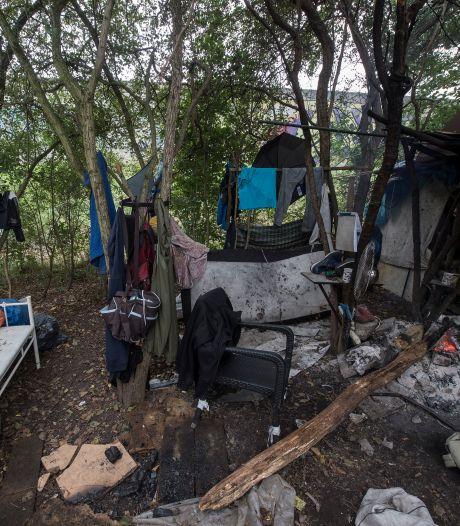 In dit tragische 'tentenkamp' wonen zes dakloze mannen: 'Nog nooit zo erg als dit gezien'