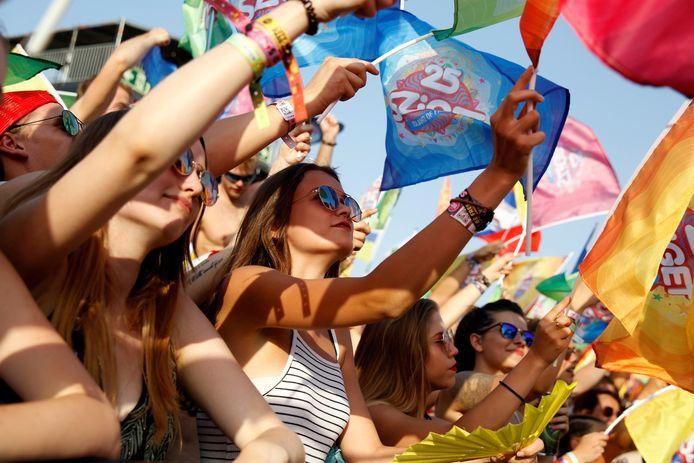 Festivalgangers feesten op muziekfestival Sziget in 2017.