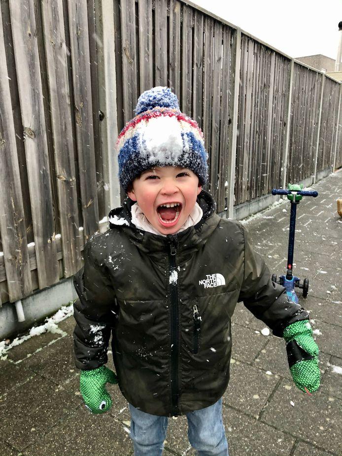 De eerste sneeuwpret voor het zoontje van Patricia