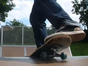 Un jeune en danger de mort après des coups de couteau au skatepark de Braine-l'Alleud