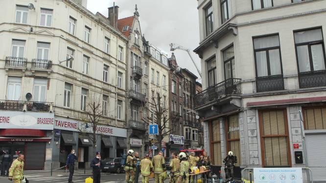 Minstens twee mensen vermist sinds hevige brand in Anderlecht, brandweer blust heropflakkering