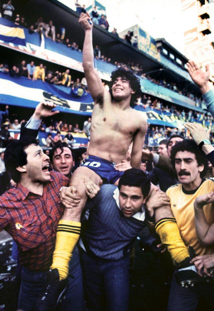 Diego Maradona werd in 1981 kampioen van Argentinië met Boca Juniors, dat hem voor een toenmalig wereldrecord direct verkocht aan FC Barcelona.
