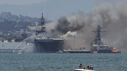 Amerikaans aanvalsschip vat vuur na explosie: 21 bemanningsleden naar hospitaal