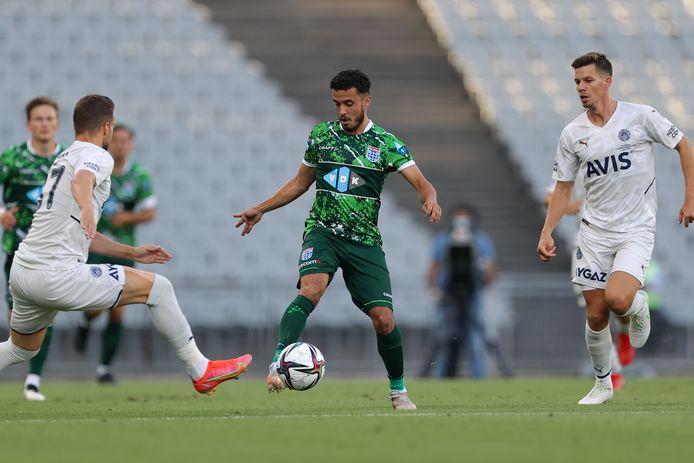 Eindelijk kon Mustafa Saymak een keer spelen tegen Fenerbahce, daar was de speler van PEC Zwolle tijdens zijn eenjarige verblijf bij Rizespor niet aan toegekomen. De middenvelder scoorde ook nog.