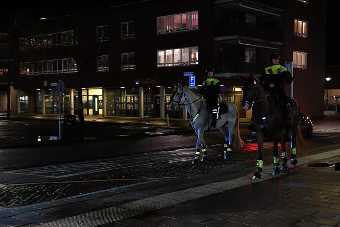 Politie was ook ter paard aanwezig.
