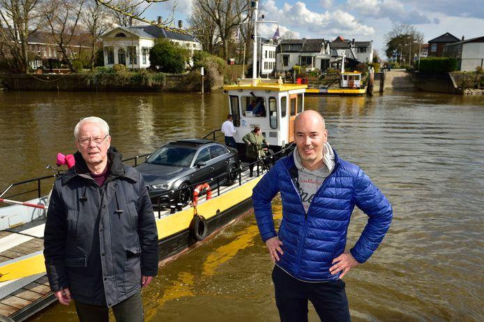 Redder Dirk Kolkman (48) en zijn schoonvader Bram Romein (76) zagen hoe Lux' kinderwagen het water in rolde en schoten te hulp.