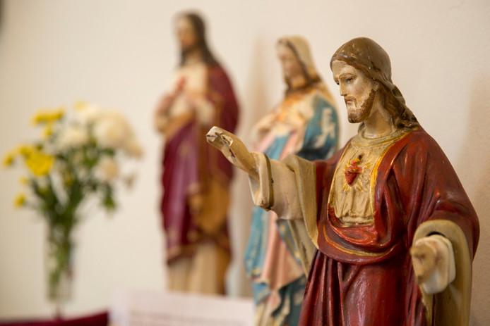 De afgelopen acht jaar zijn twaalf katholieke priesters geschorst en twee uit het ambt gezet vanwege seksueel misbruik van minderjarigen.