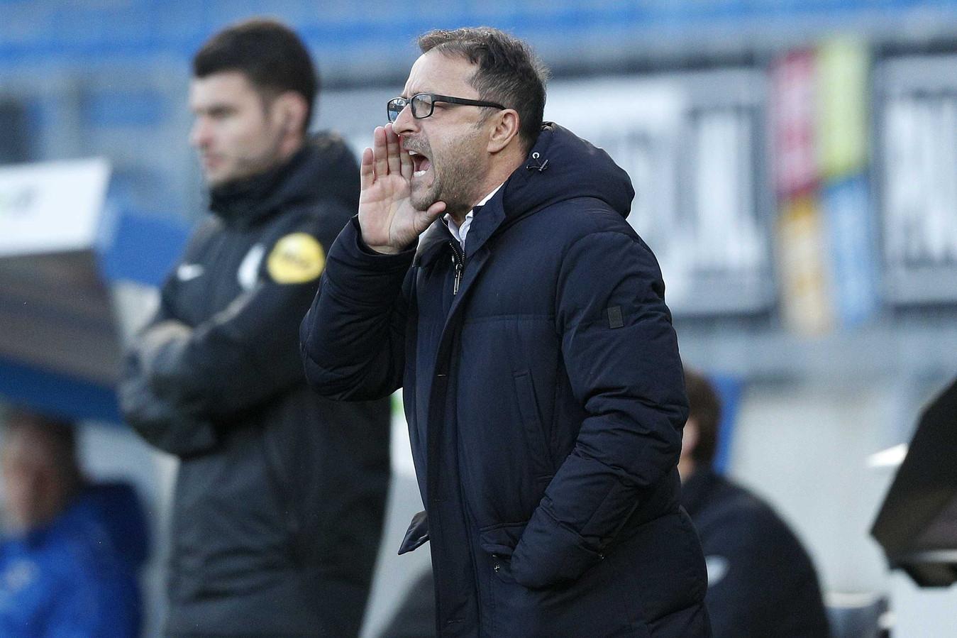 Zeljiko Petrovic schreeuwt Willem II naar voren.