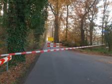 Beldershoekweg in buitengebied Enschede uren afgesloten wegens opruimen drugsafval