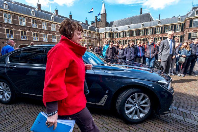 Den Haag - SER-voorzitter Mariëtte Hamer schuift aan bij de onderhandelingen op het binnenhof. foto raymond rutting / de volkskrant Beeld raymond rutting
