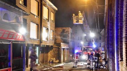 Brandstichter vlucht op terras voor vuurzee: brandweer net op tijd om hem te redden