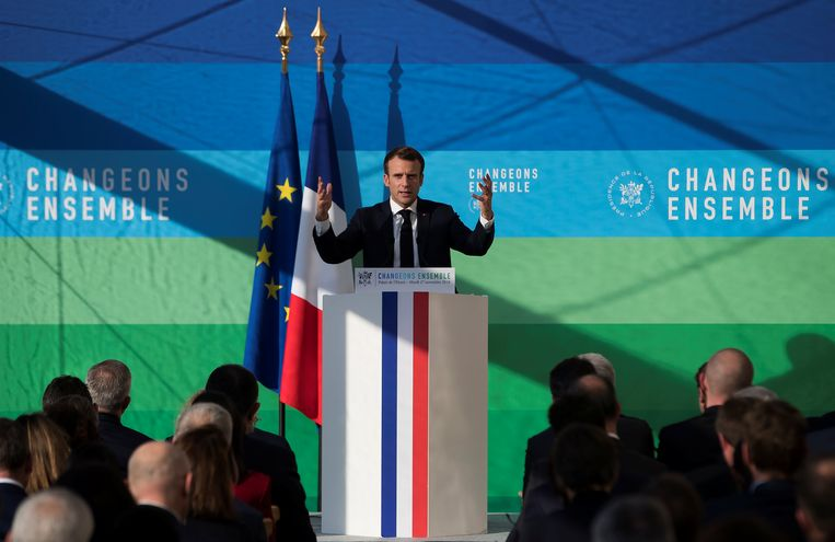 De Franse president Macron dinsdag tijdens zijn toespraak. Beeld REUTERS