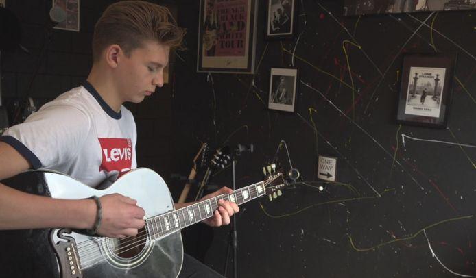 de jonge Kapelse muzikant Dax Hovius