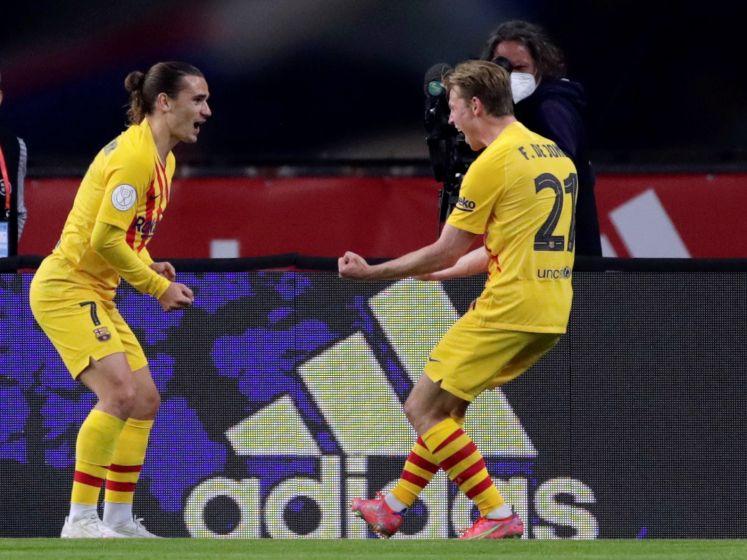 Koeman en De Jong pakken eerste prijs bij FC Barcelona