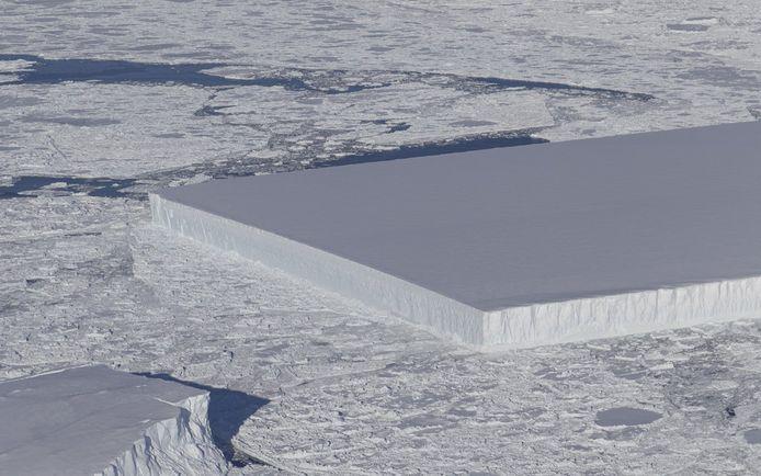 De rechthoekige ijsplaat