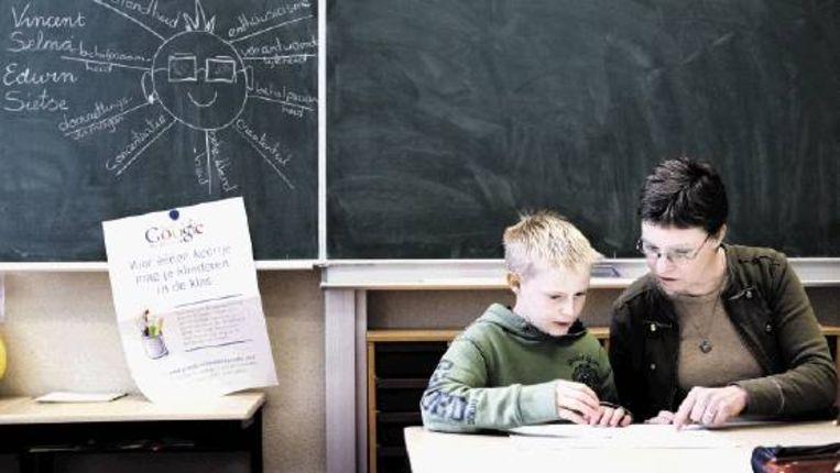 Leerlingen van groep 7 van basisschool de Oosterbrink in Boijl worden bewust gemaakt van het leven 'en de omgang met elkaar' volgens de deugden. ( FOTO JÃ¿RGEN CARIS, TROUW) Beeld