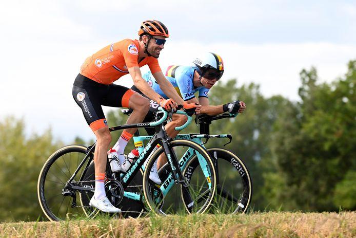 Tom Dumoulin en Wout van Aert gisteren tijdens de verkenning van het tijdritparcours.