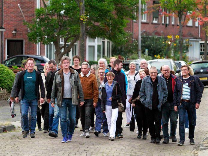 Spelers van het Roosendaals Toneel, Onderling Kunstgenot, Tongerlo Toneel en de Roosendaalse Comedie  in 2019 op weg naar de negende editie van Theater Op Locatie.