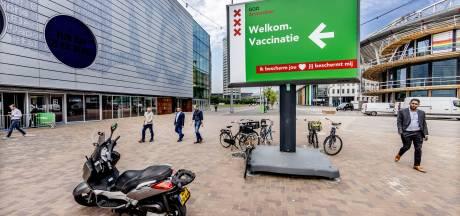 Amsterdam begonnen met gericht prikken in wijken met lage vaccinatiegraad