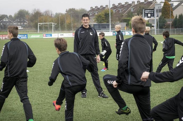 Theo Beck is onder meer jeugdtrainer bij voetbalclub SCP in Puiflijk.