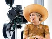 Máxima geniet van filmgeschiedenis in Eye Filmmuseum