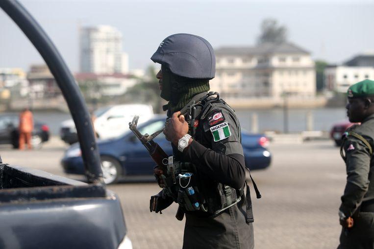 Een gewapende politieman in Nigeria. Archiefbeeld. Beeld EPA
