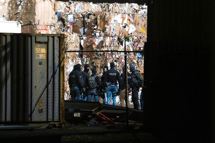 Een arrestatieteam viel in januari binnen bij het bedrijf in Oosterhout. De cokecontainer stond elders op het terrein.