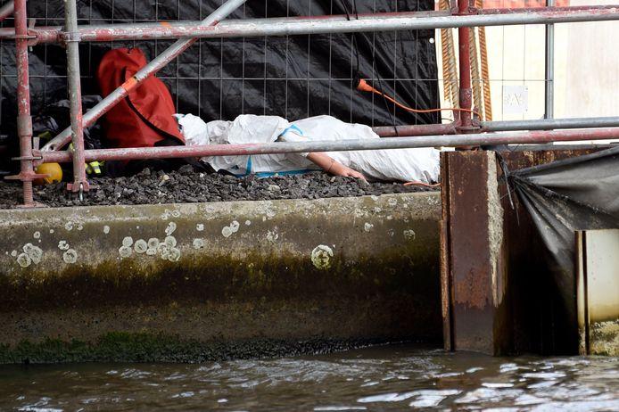 Après avoir tué et abusé de l'étudiante, Steve Bakelmans a jeté son corps dans le canal (reconstitution des faits en novembre 2019)