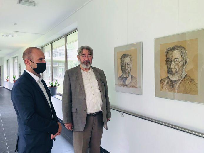 Burgemeester Bob Coppens bracht alvast een bezoek aan de expo van Dries Uyttenhove