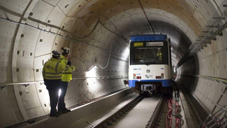 Nog negen nachten wordt de metro getest in de tunnel van de Noord/Zuidlijn. Beeld Elmer van der Marel