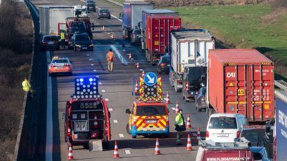 Ongeval E17 in Kalken : Twee rijstroken versperd en uur aanschuiven