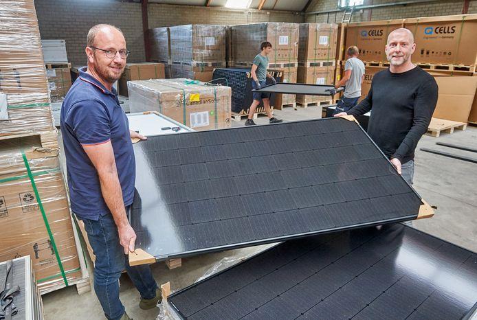 Solar Concept in Schaijk. Op de foto Twan Geurts van Kessel (rechts) en compagnon Rolf Kok.