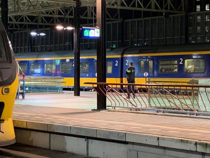 Het perron in Eindhoven waar treinen donderdagavond niet mochten vertrekken of aankomen op last van de politie.