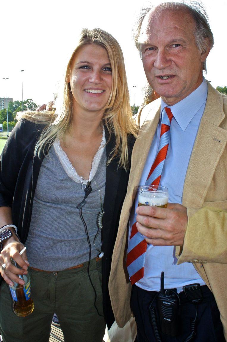 HIC-voorzitter Jaap Mulders met dochter Koosje, die ervoor zorgt dat alles vlekkeloos verloopt vandaag. <br /> Beeld